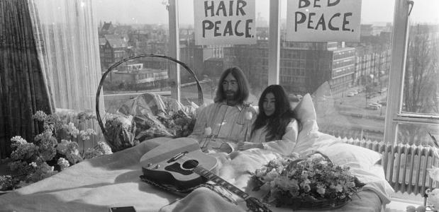 John Lennon en Yoko Ono tijdens de Bed-In