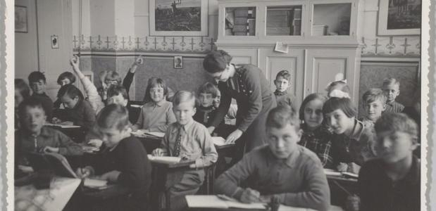 Leerlingen in een klaslokaal van de Nederlands-hervormde Bentinckschool