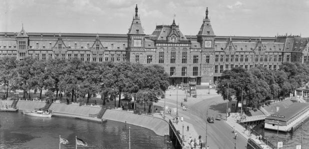Opening van Amsterdam Centraal Station
