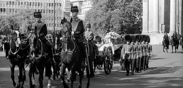 De begrafenisprocessie van Prinses Diana. Bron: Wikimedia Commons.