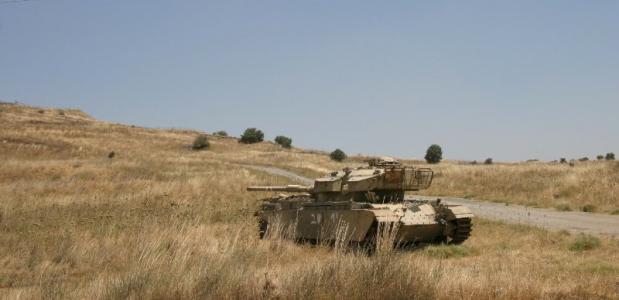 Een achtergelaten Israëlische tank