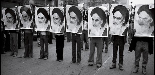 Aanhangers van de religieuze leider Khomeini tijdens de Iraanse Revolutie.