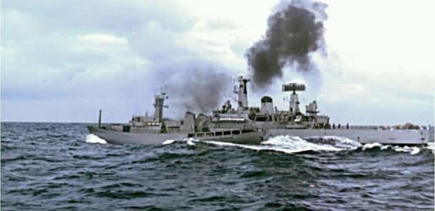 IJslandse en Britse marineschepen botsen op elkaar.