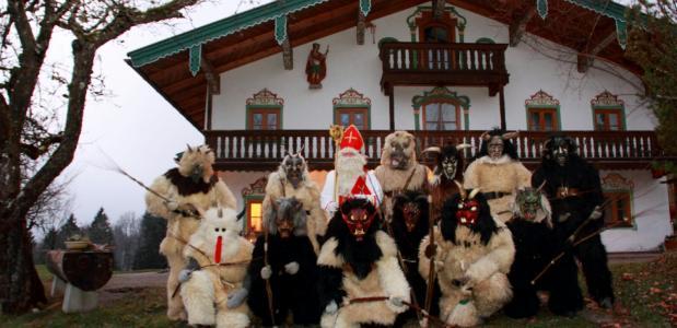 Sinterklaas met 12 Krampussen in Duitsland in 2016
