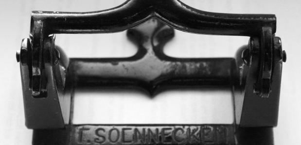 Antieke Soennecken perforator uit 1888