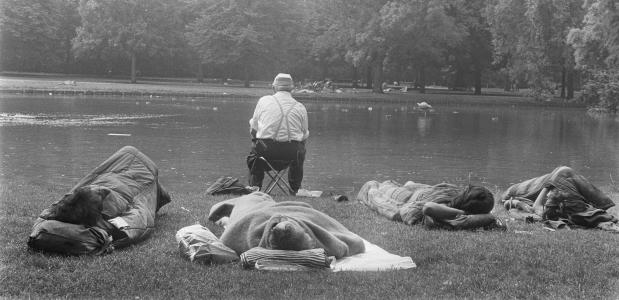 Hippies slapen in Vondelpark
