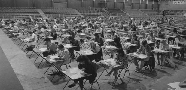 Geschiedenis van het eindexamen middelbaar onderwijs