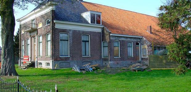 De Oldambster boerderij is veel te zien in Groningen. Ten tijde van de bouw steeg de welvaart van de Groningse boeren.