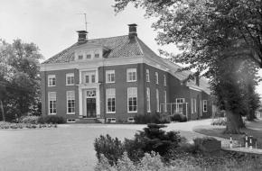 In 1951 leidde de verkiezing van een communistische gemeenteraad in Finsterwolde ertoe dat dit kleine Groningse dorp korte tijd