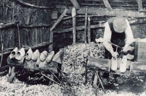 Een klompenmaker rond 1914