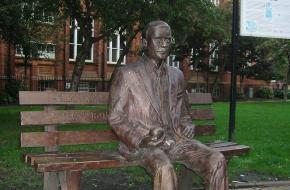 Herdenkingsbeeld Alan Turing.