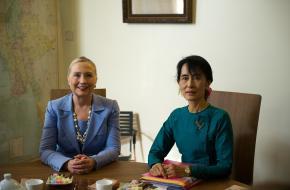 Aung San Suu Kyi met Hillary Clinton