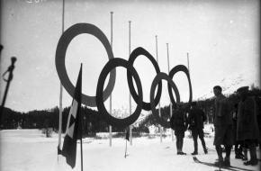 De Olympische ringen in St. Moritz in 1928