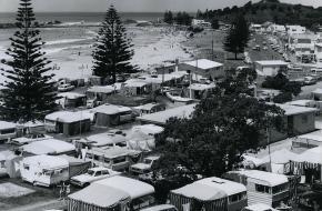Een camping vol caravans in 1968 (Wikimedia Commons)