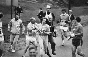 Kathrine Switzer was in 1967 de eerste vrouw die de Boston Marathon uitliep