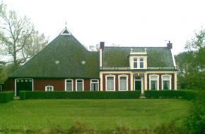 De kop-hals-rompboerderij komt veel voor in Friesland en West-Groningen.