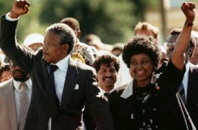 Nelson Mandela en zijn vrouw Winnie na zijn vrijlating in 1990. Bron: Flickr.