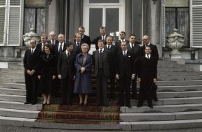 Het Kabinet-Van Agt op de trappen van Paleis Soestdijk
