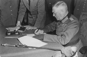 Op welke dag capituleerde het Duitse leger tijdens de Tweede Wereldoorlog?