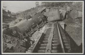 Een goederentrein in Indonesië is ontspoord doordat het spoor is opengebroken door terroristen.