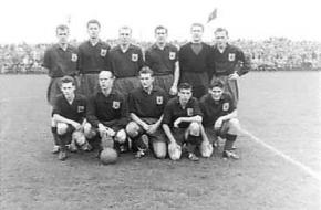 Het elftal van Excelsior in 1956.