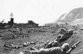 Mariniers landen Iwo Jima